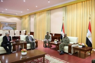 Lt. Gen. Al Burhan Receives US Envoy to Sudan